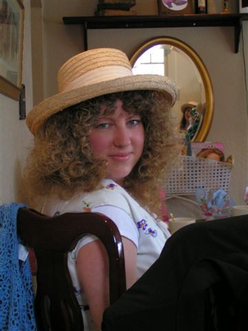 Cyndi Boggan - Blonde, 3b, 3a, Medium hair styles, Readers, Female, Curly hair Hairstyle Picture