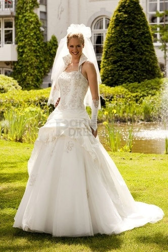 High Collar Dipped Princess Appliqued Floor-length Wedding Dress - Celebrities, Wavy hair Hairstyle Picture
