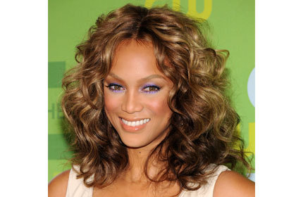 Tyra Banks - Brunette, 3a, Celebrities, Medium hair styles, Female, Curly hair, 2c Hairstyle Picture
