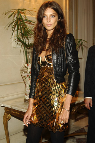 Daria Werbowy - Brunette, Celebrities, Wavy hair, Long hair styles, Styles, Female, Adult hair, Finger waves Hairstyle Picture