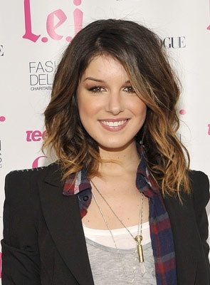 Shenae Grimes - Celebrities, Wavy hair, Medium hair styles, Long hair styles, Female Hairstyle Picture