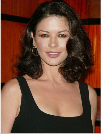 Catherine Zeta Jones - Brunette, Celebrities, Wavy hair, Medium hair styles, Female, Curly hair Hairstyle Picture