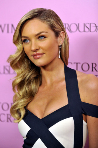 Candice Swanepoel - Blonde, Celebrities, Wavy hair, Long hair styles, Styles, Female, Curly hair, Adult hair, Pin curls Hairstyle Picture