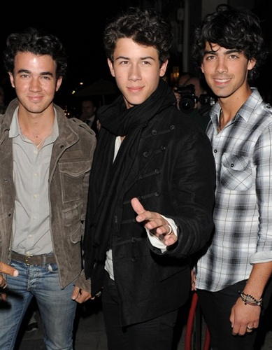 Jonas Brothers - Brunette, 3b, 3a, Celebrities, Male, Short hair styles, Curly hair Hairstyle Picture