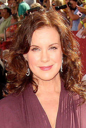 Elizabeth Perkins - Brunette, Celebrities, Wavy hair, Long hair styles, Female, Curly hair, 2009 Emmy Awards Hairstyle Picture