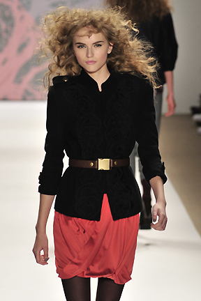 Tibi Fall 2010 - Courtesy of Run - Blonde, 3a, Long hair styles, Styles, Female, Curly hair, Adult hair, Prom hairstyles, Formal hairstyles Hairstyle Picture