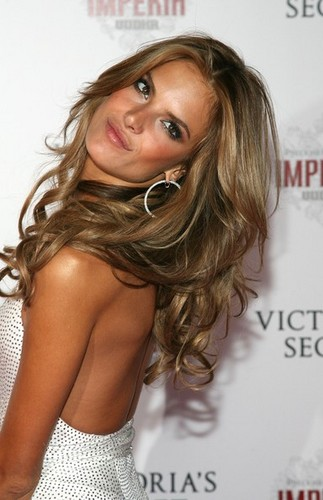 Alessandra Ambrosio - Brunette, Celebrities, Wavy hair, Long hair styles, Styles, Female, Curly hair, Adult hair, Layered hairstyles Hairstyle Picture
