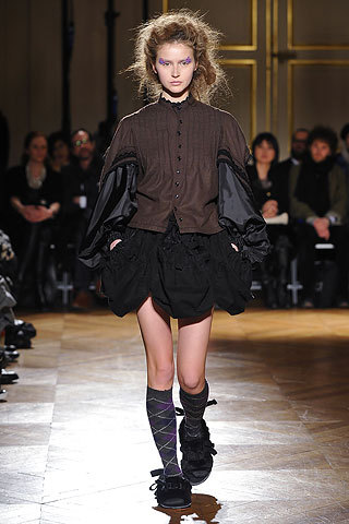 Tao - Paris Fashion Week 2010 - Brunette, 2b, Wavy hair, Medium hair styles, Kinky hair, Styles, Female, 2c, Adult hair Hairstyle Picture