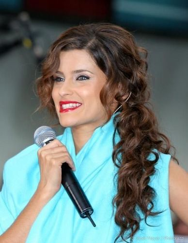 Nelly Furtado - Brunette, 2b, 3a, Celebrities, Long hair styles, Special occasion, Female, Curly hair Hairstyle Picture