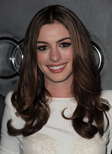 Anne Hathaway - Brunette, Celebrities, Wavy hair, Long hair styles, Female, Curly hair, Adult hair, Formal hairstyles Hairstyle Picture