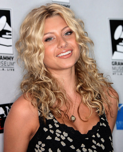 Aly Michalka - Blonde, 3a, Celebrities, Long hair styles, Styles, Female, Curly hair, Adult hair Hairstyle Picture