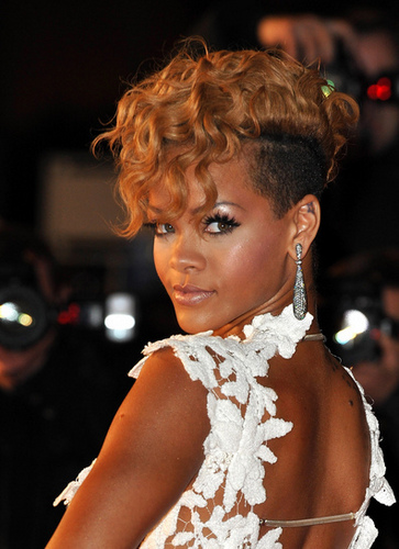 Rihanna - Blonde, Celebrities, Short hair styles, Kinky hair, Female, Curly hair, Curly kinky hair Hairstyle Picture