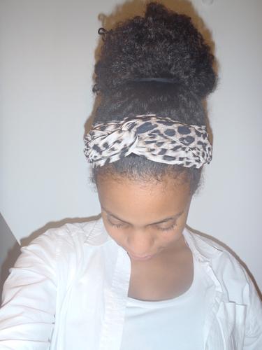 High bun - 3c, 4a, Medium hair styles, Readers, Black hair, Curly kinky hair Hairstyle Picture