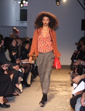 Fashion Week 09 - Rachel Comey C - Brunette, 3b, 3c, Kinky hair, Female, Curly hair, Fashion Week, Fall 2009 Collections Hairstyle Picture